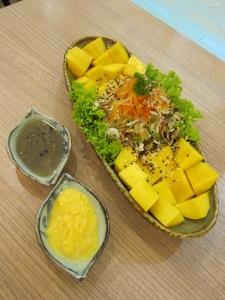 Signature salad: Mango Salad